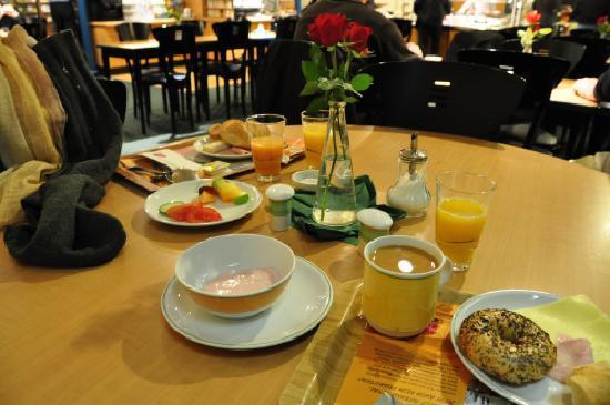 Ibis Augsburg Koenigsplatz : 朝食の食堂