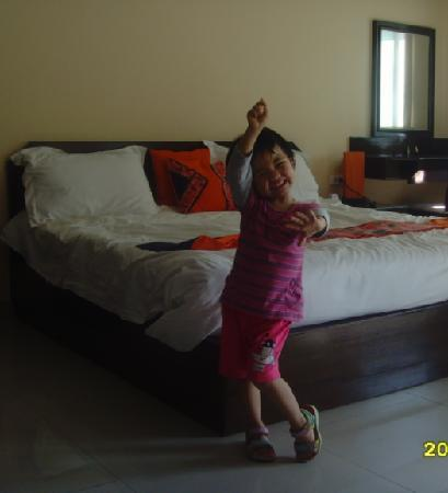 Sivalai Place: Little daugter in bedroom