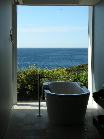 Southern Ocean Lodge: Bathroom With A View