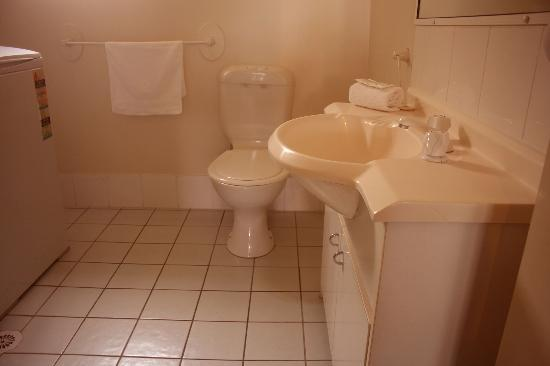 Broadwater Keys Holiday Apartments: bathroom