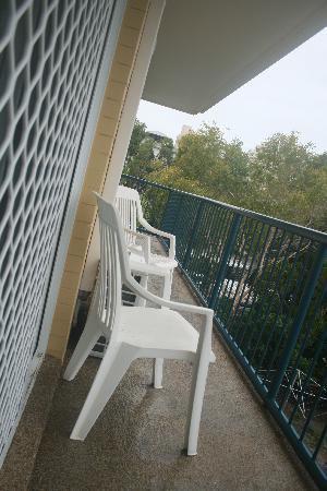 Broadwater Keys Holiday Apartments: balcony