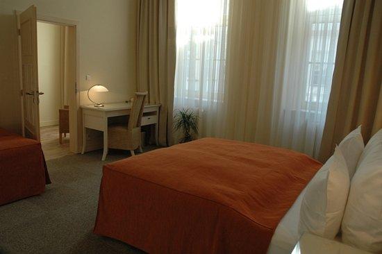 Unitas Hotel: family room 3