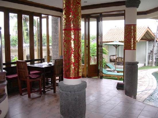 Puri Dukuh Accommodation: Puri Dukuh Downstairs Foyer