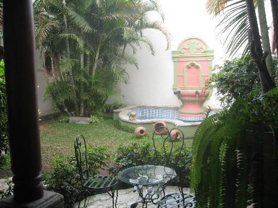 Posada Los Bucaros: court intérieure