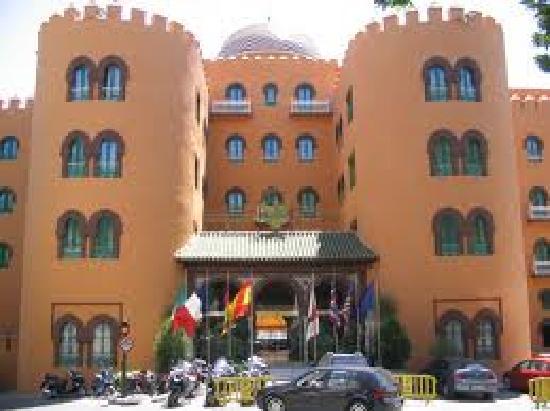 Hotel Alhambra Palace: Entrada