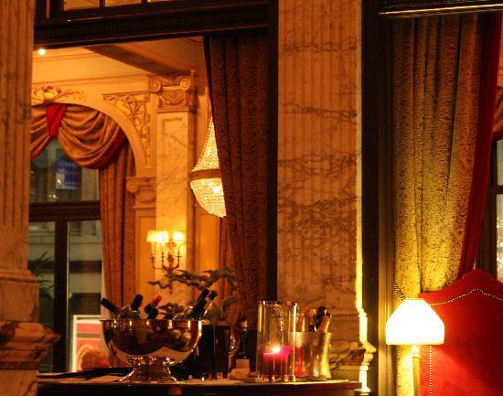 Hotel Des Indes, a Luxury Collection Hotel: Hotel Des Indes Foyer