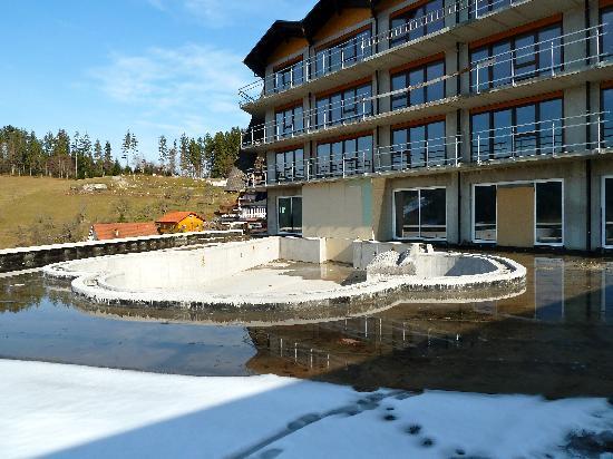 Hotel Dollenberg: nieuw openlucht zwembad