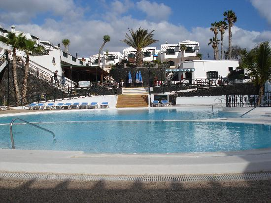 San Marcial Apartments: poolside
