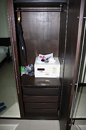 K - Hotel: Großer Safe im Zimmer