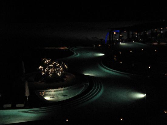 Las Ventanas al Paraiso, A Rosewood Resort: Pool view at night