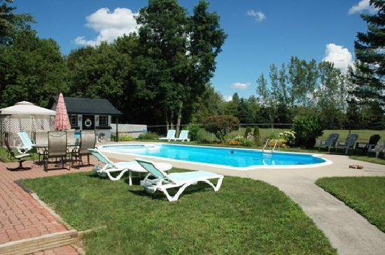 The Bourget Inn & Spa Resort: Summer Getaways Pool & Patio