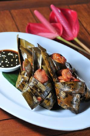 Cafe Degan : Gai Hor Bai Toey, Chicken wrapped in Pandan Leave, tamarind dip