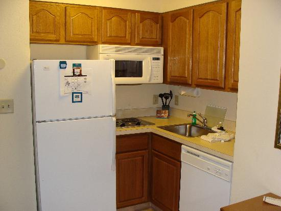Staybridge Suites Corning: Nice kitchenette