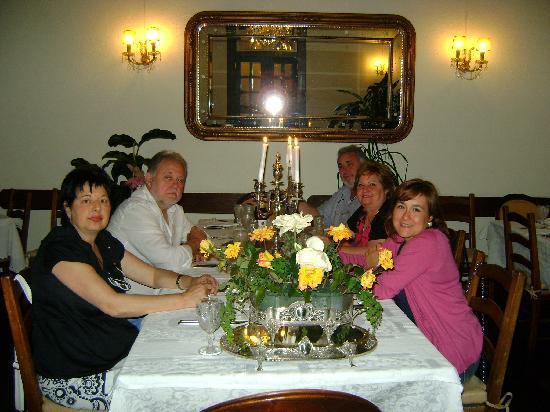 Cenando con amigos en Solar Bragancano