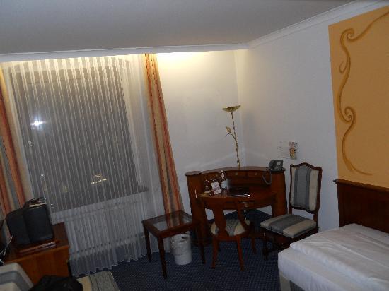 Altstadthotel Arch: room