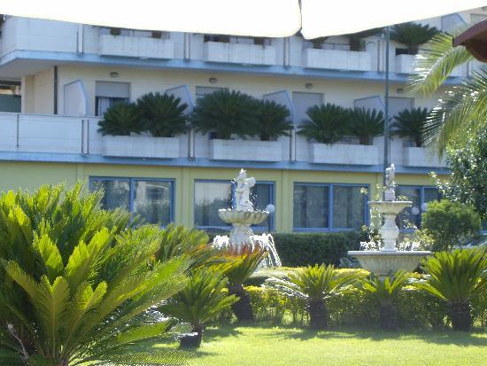 Hotel dal giardino foto di hotel marina roseto degli abruzzi tripadvisor - Hotel giardino roseto degli abruzzi ...
