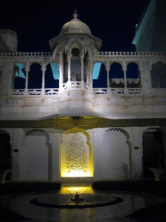 Taj Lake Palace Udaipur: Inside at night