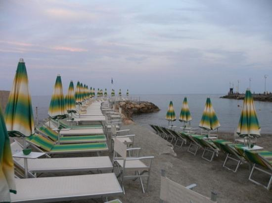 Loano, إيطاليا: il cavallino bianco Beach