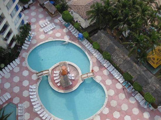 Playa Suites Acapulco: the pool