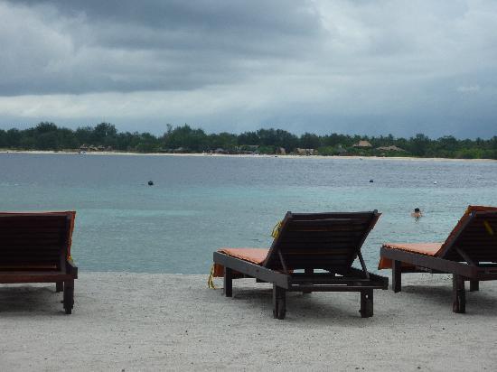 Chambre picture of danima resort restaurant gili - Chaises de plage ...