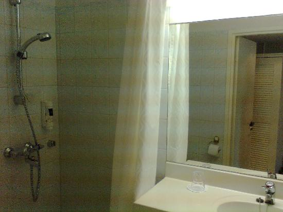 Hotel Sorsanpesa: old bathroom