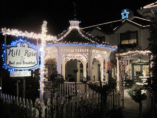 Mill Rose Inn : Pretty lights in the evening