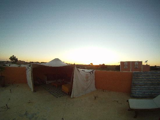 Maroc-Oasis: roof tent.....zzzzzz