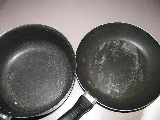 Black Horse Lodge and Suites: Only pan/pots in stocked kitchen