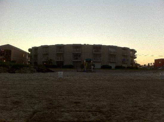 La Internacional Condos: beach-side of condo as seen at dusk