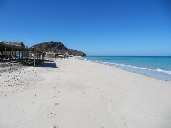 Playa El Tecolote (Tecolote Beach): A view of this beautiful beach
