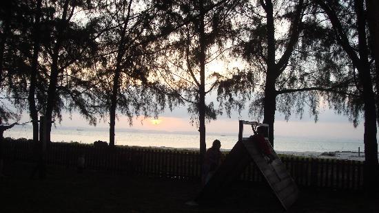 Sibu Island Resort: Sunset at the beach