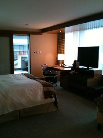 Fairmont Pacific Rim: hotel room
