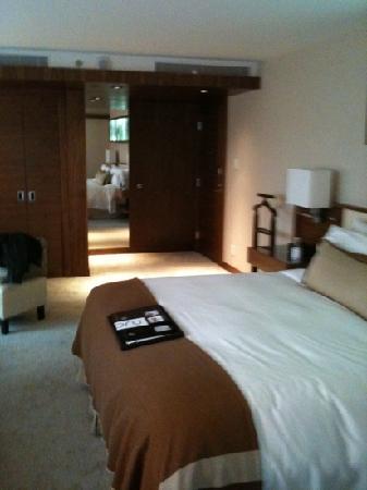 Fairmont Pacific Rim: room