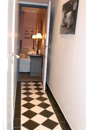 Hotel Sainte Beuve: バスルームから寝室