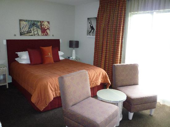 Century Park Motor Lodge: Room 205