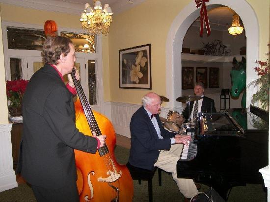 The Green Park Inn: Charlie Ellis Jazz Trio