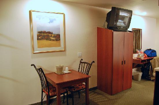 Microtel Inn & Suites by Wyndham Bellevue: Dinette table and armoire, Microtel in Bellevue, NE.