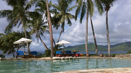 Royal Davui Island Resort, Fiji: Relaxing by the pool