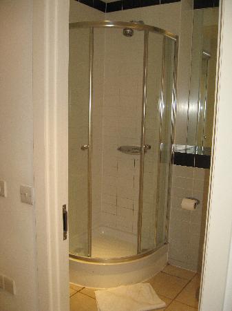 MiNC Apartments - Lombard Lane: la salle de douche