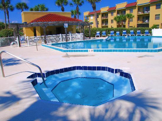 Saint Augustine Beach, FL: Beach Pool & Jacuzzi, Ocean Village Club
