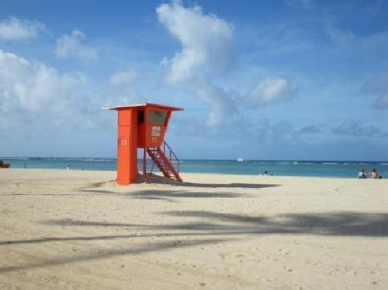 Fort DeRussy Beach Park: ビーチ