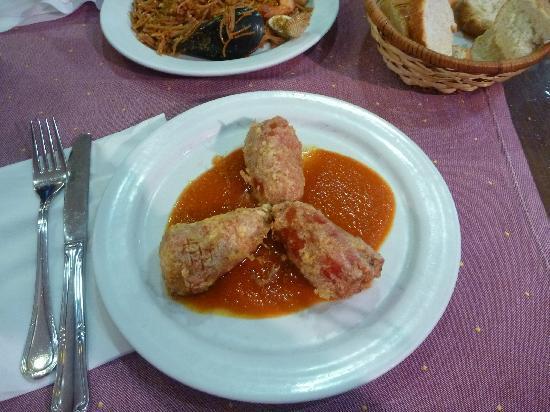 Restaurante EDEN: Appt, sea food cream in red peppers I think.