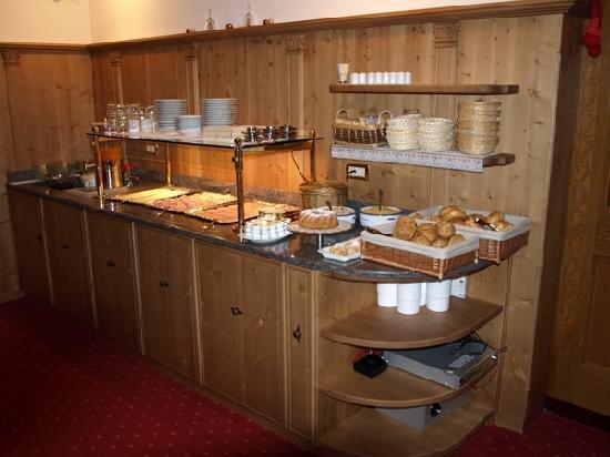 Garni Flurida: Breakfast Buffet