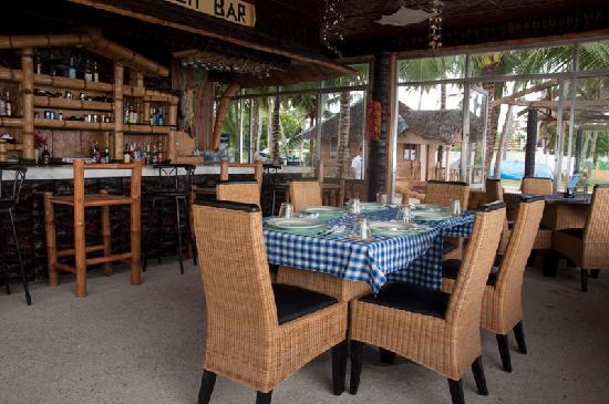 Marlin's Beach Resort: Marlins Bar and Resto