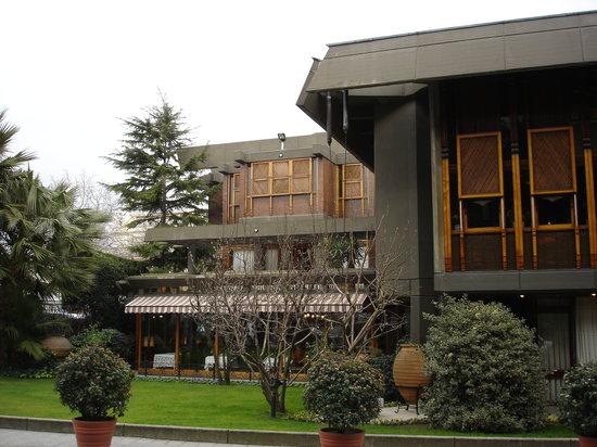 Beyti Restaurant: L'esterno del ristorante