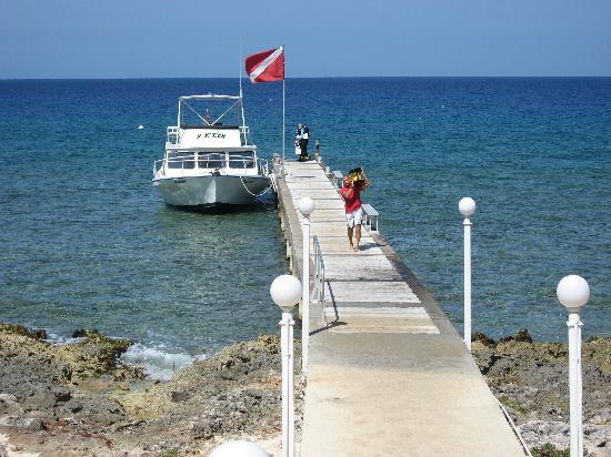 West Bay, Grand Cayman : Atatude at Cobalt Coast pier