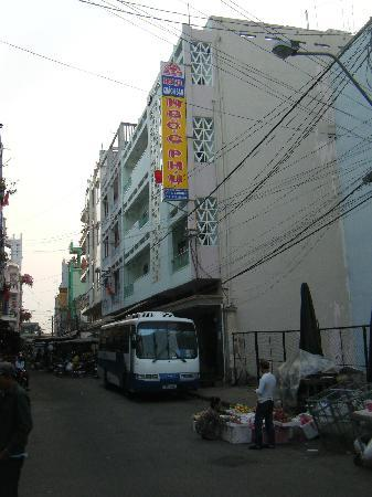 Ngoc Phu Hotel : View from street