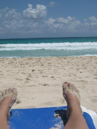 Valentin Imperial Maya: Requisite toe shot - beautiful beach!
