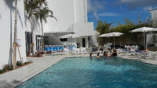 Sonesta Fort Lauderdale Beach Pool Area
