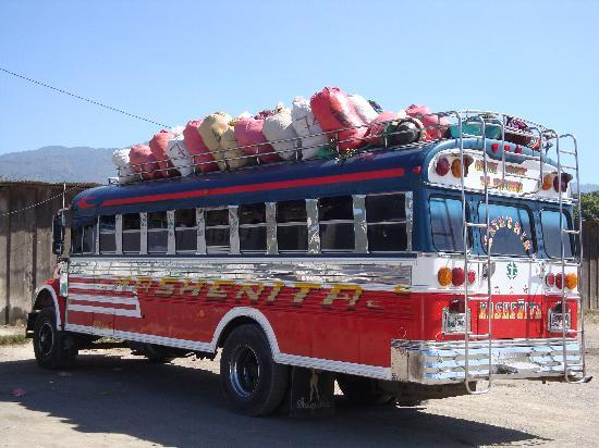 Casa Florencia Hotel: Chicken bus